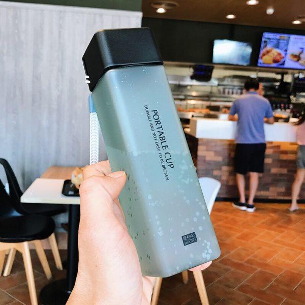 Botella de agua cuadrada esmerilada, estilo, resistente al calor, portátil, botella de bebida, zumo de fruta, a prueba de fugas, tazas de plástico deportivas para viajes al aire libre