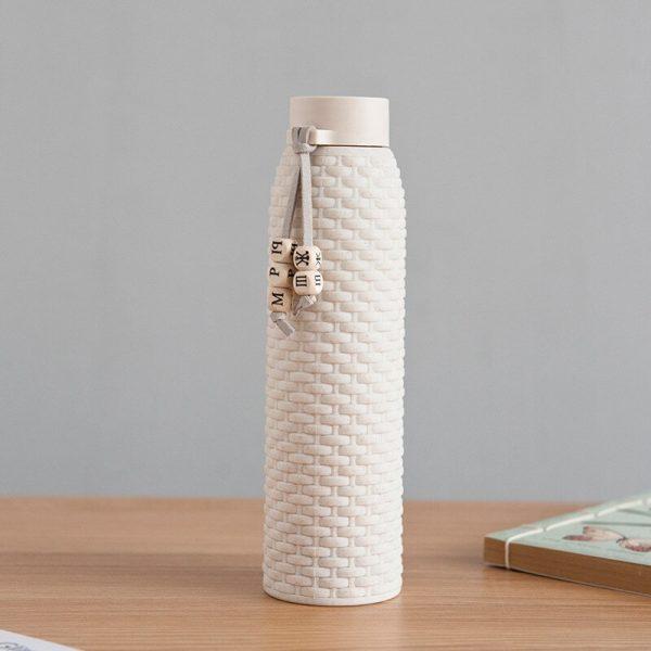 Doble 310ML botella de agua de vidrio Anti-agua hirviendo de imitación de mimbre con cuerda para niñas, bolso lindo de la botella de agua de ronda